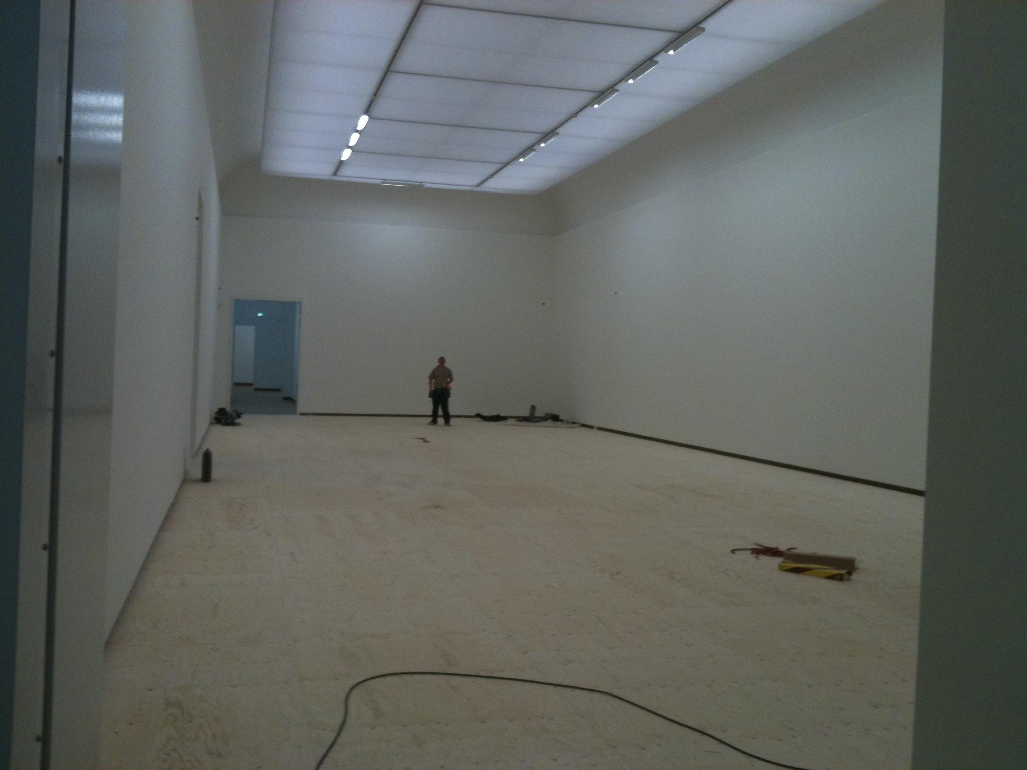 Timmerwerkzaamheden leggen vloer stedelijk Museum Amsterdam